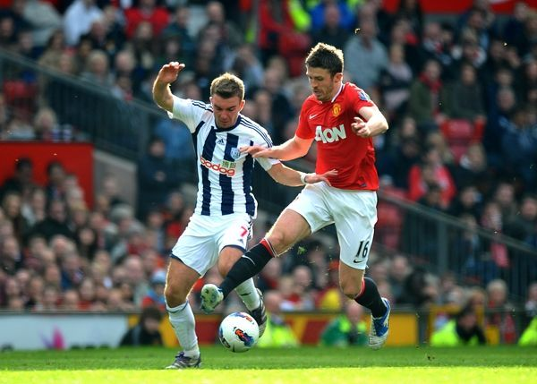 James Morrison and Manchester United's Michael Carrick battle for the ball