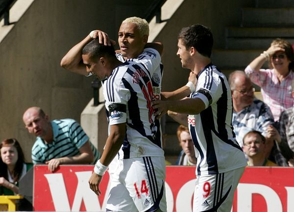 West Bromwich Albion's Peter Odemwingie (centre) celebrates after scoring his side's first goal of the game