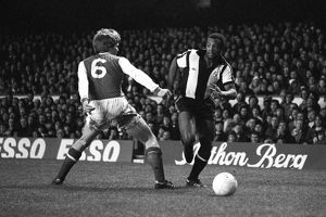 Arsenal's Willie Young (l) tries to block West Bromwich Albion's Cyrille Regis