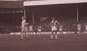 David Cross, Johnny Giles and John Wile await an Everton goalkick