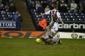 Davis comes out fast to deny Kevin Phillips