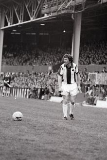 Johnny Giles prepares to take a free-kick versus Forest, 17 April 1976