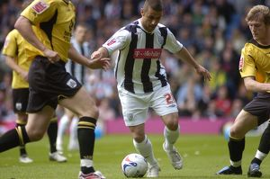 Kevin Phillips finds himself surrounded