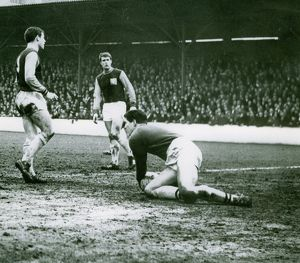 Ray Potter collects a loose ball