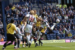 Sam Sodje just misses out on a corner